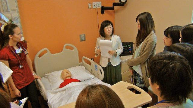 UH Manoa Nursing Students participate in lecture