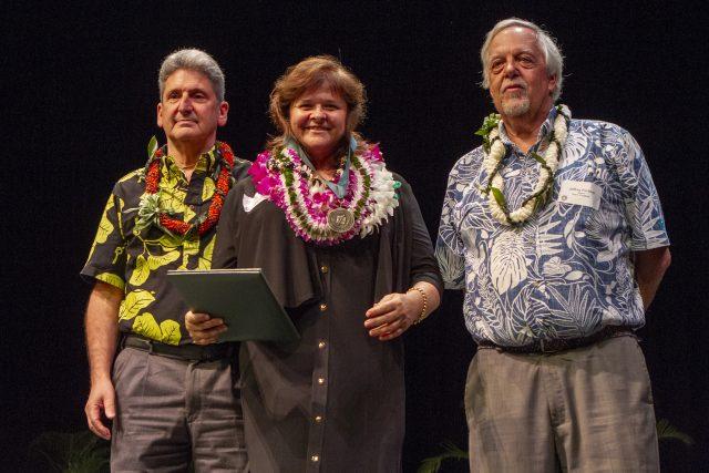 Carolyn Constantin receives award