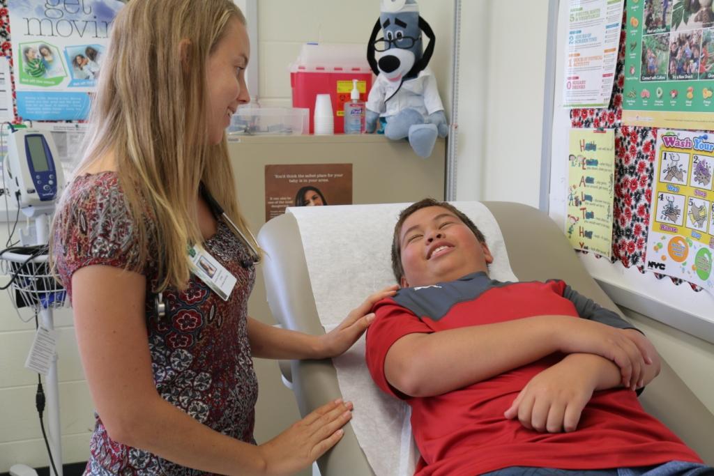 nursing student interacts with keiki volunteer