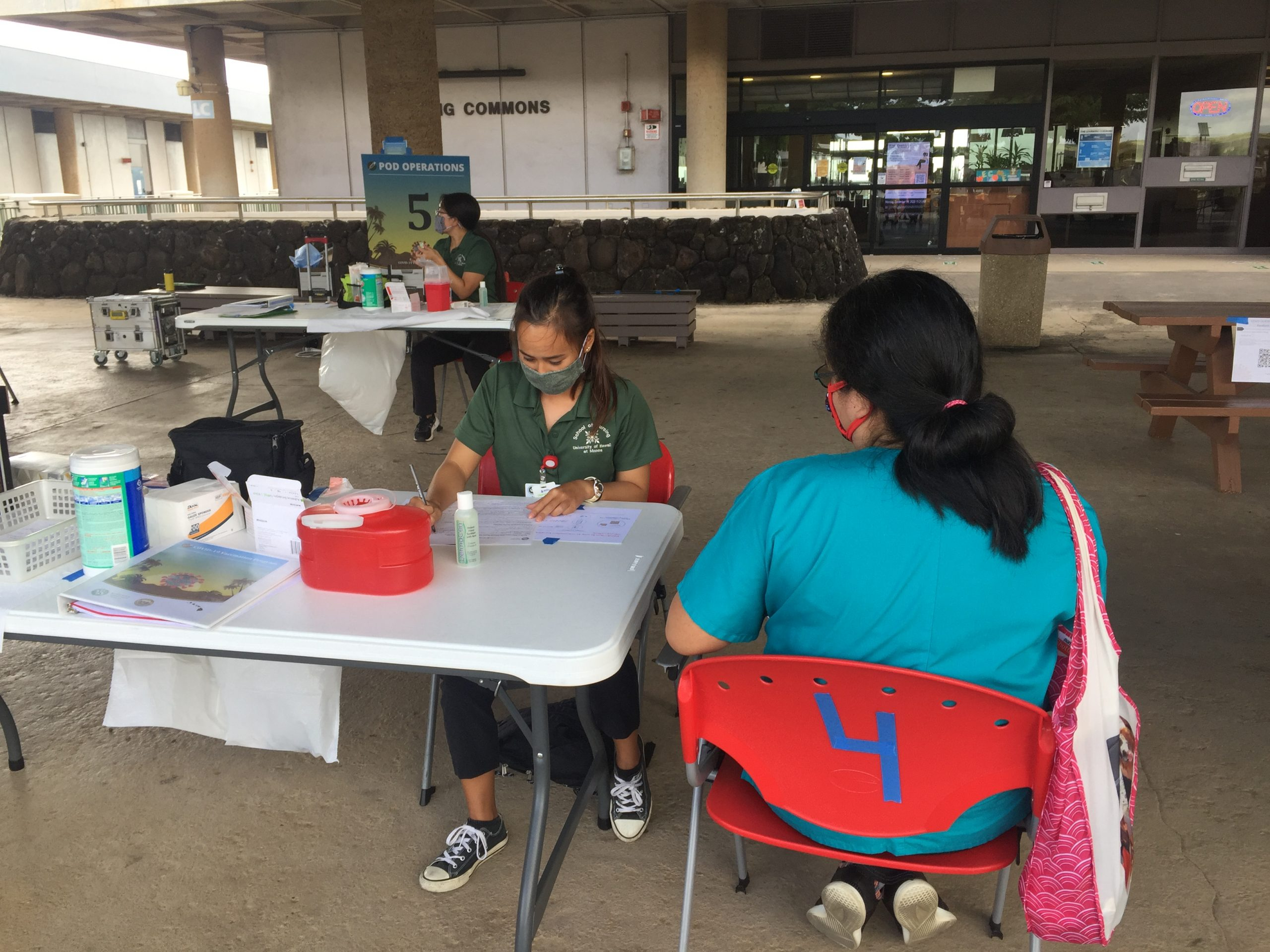 Uh Manoa Nursing Students Participate In The First Doh Covid 19 Vaccine Pod Exercise Drill School Of Nursing And Dental Hygiene